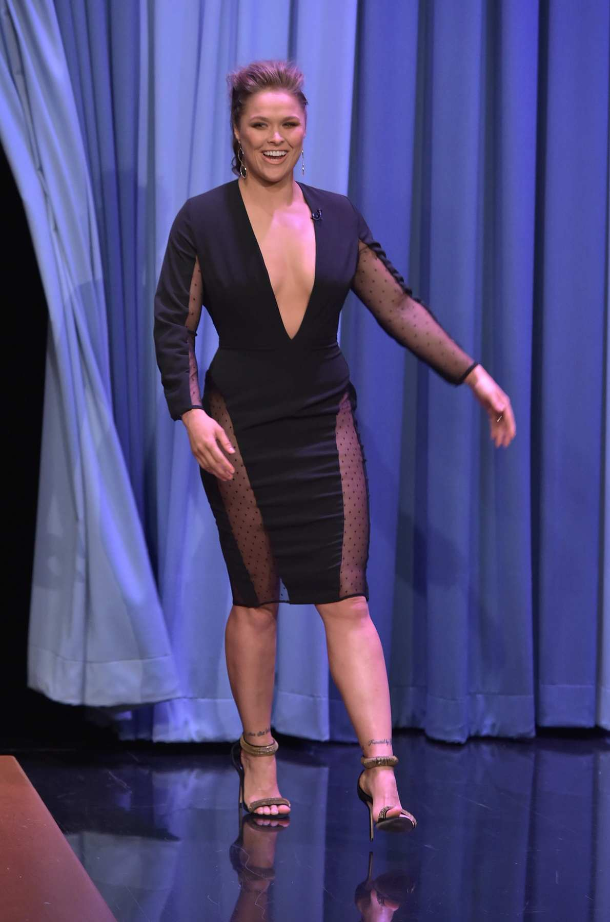 Ronda Rousey Show Cleavage at Jimmy Fallon Show-1