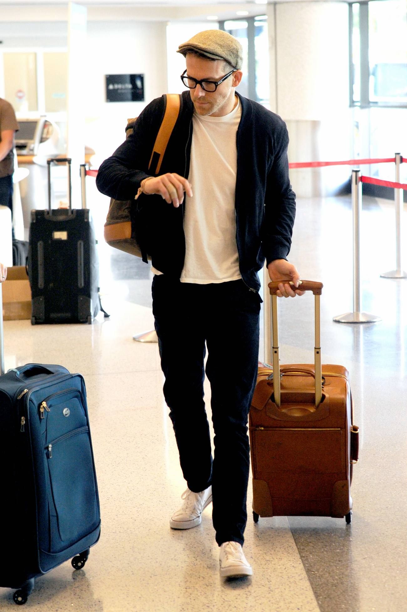Ryan Reynolds Returns to Vancouver-1