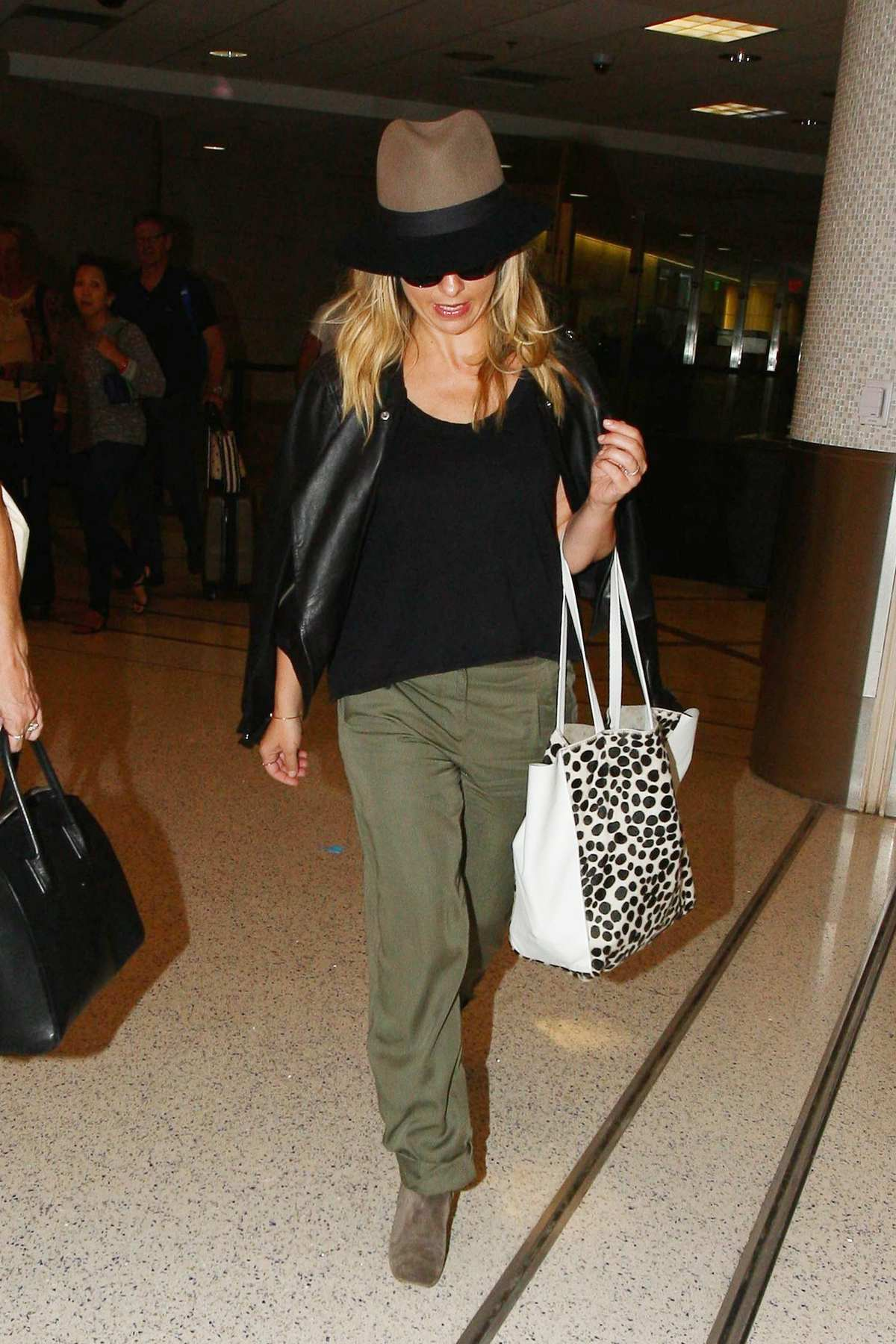 Sarah Michelle Gellar Arrives at LAX Airport-1
