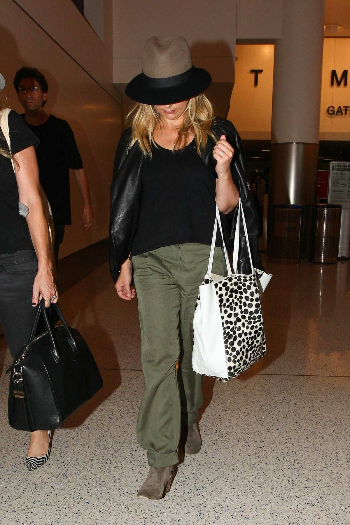 Sarah Michelle Gellar Arrives at LAX Airport-2