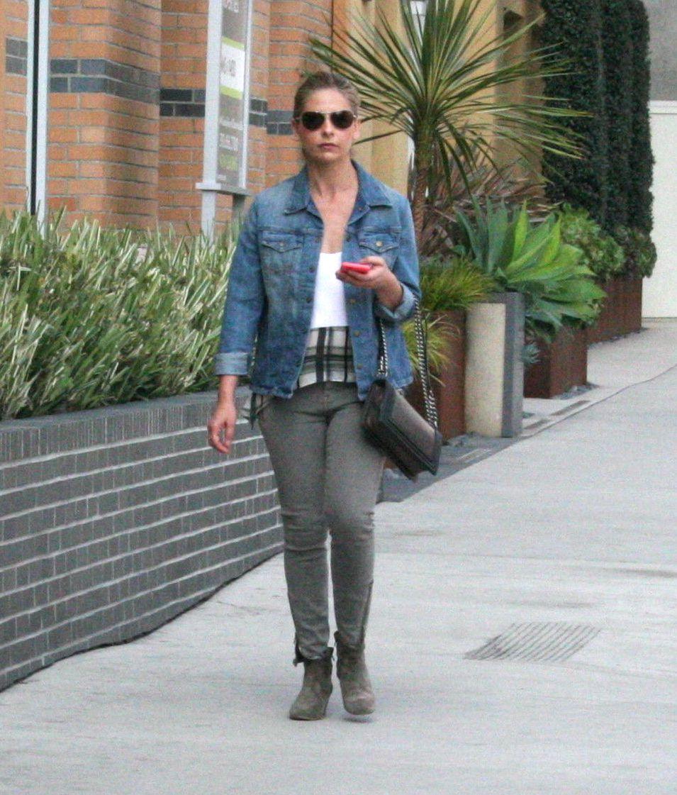 Sarah Michelle Gellar in California-3