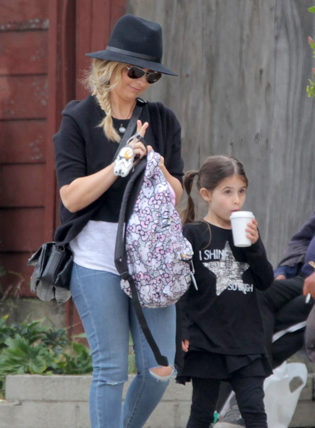 Sarah Michelle Gellar Runs Errands in Santa Monica-2
