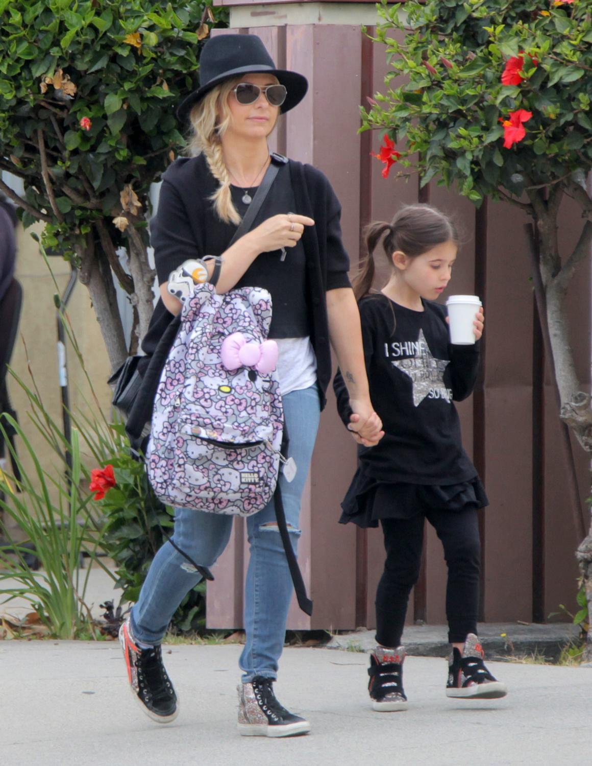 Sarah Michelle Gellar Runs Errands in Santa Monica-3