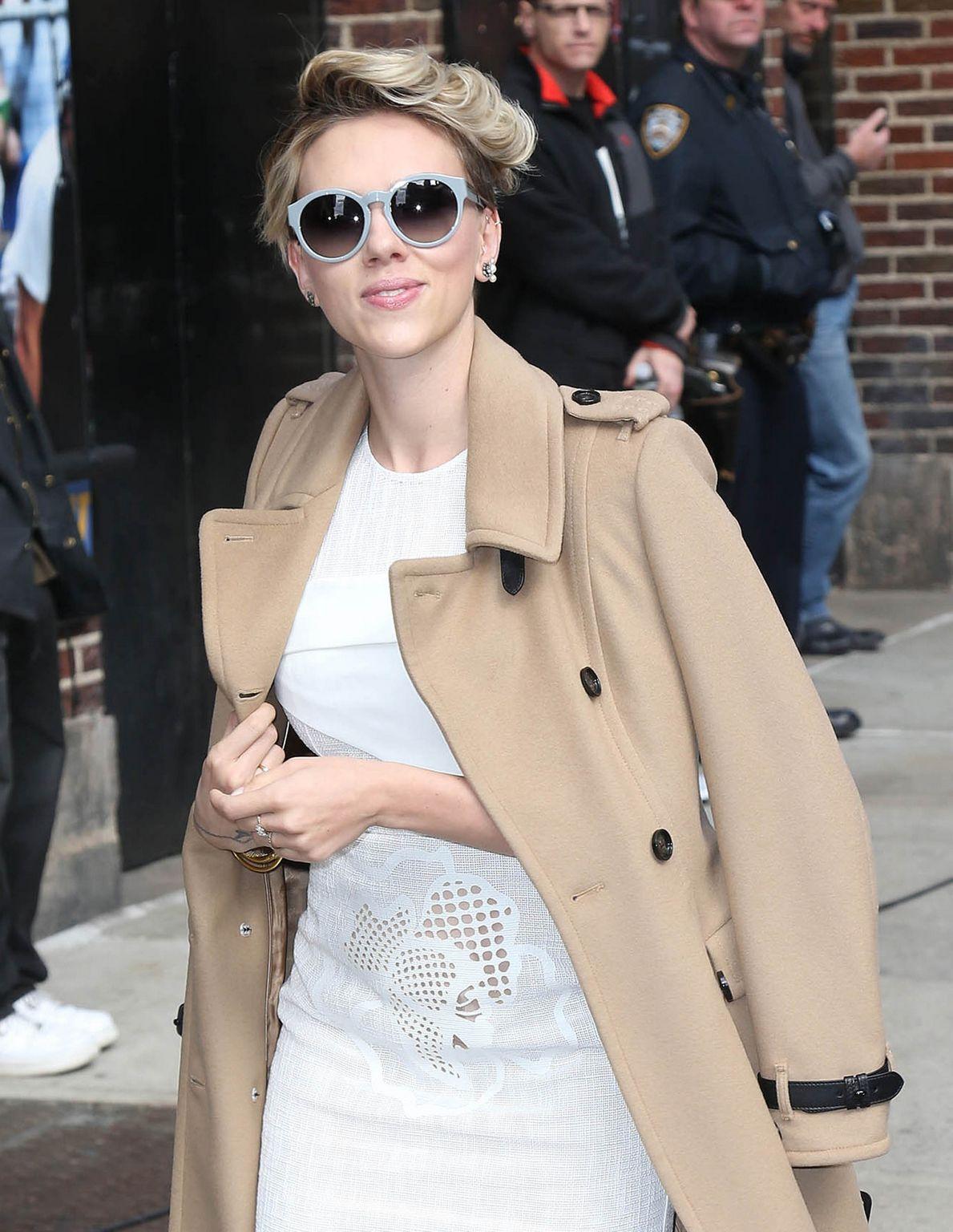 Scarlett Johansson At David Letterman Show-2