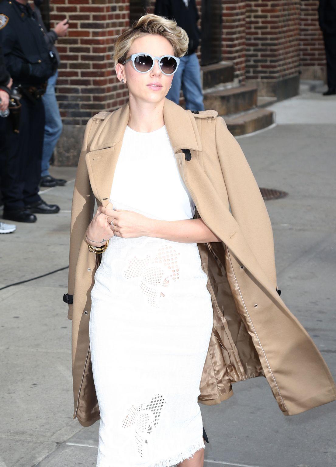 Scarlett Johansson At David Letterman Show-3