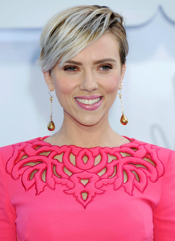 Scarlett Johansson at The MTV Movie Awards-1