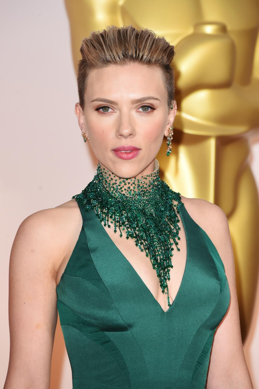 Scarlett Johansson attende Annual Academy Awards-1