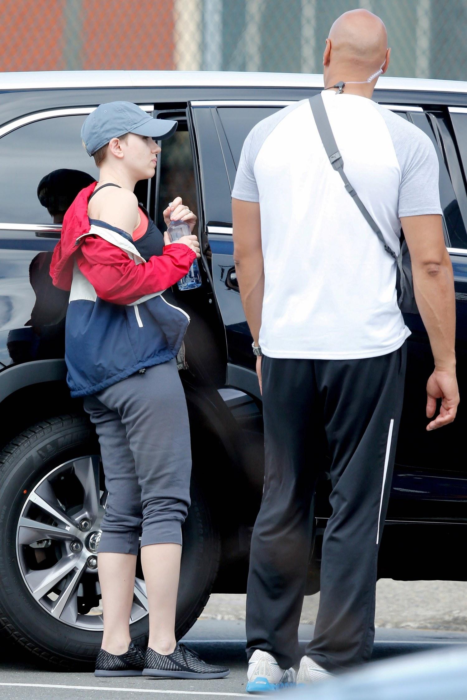 Scarlett Johansson Visits Her Private Trainerst-2