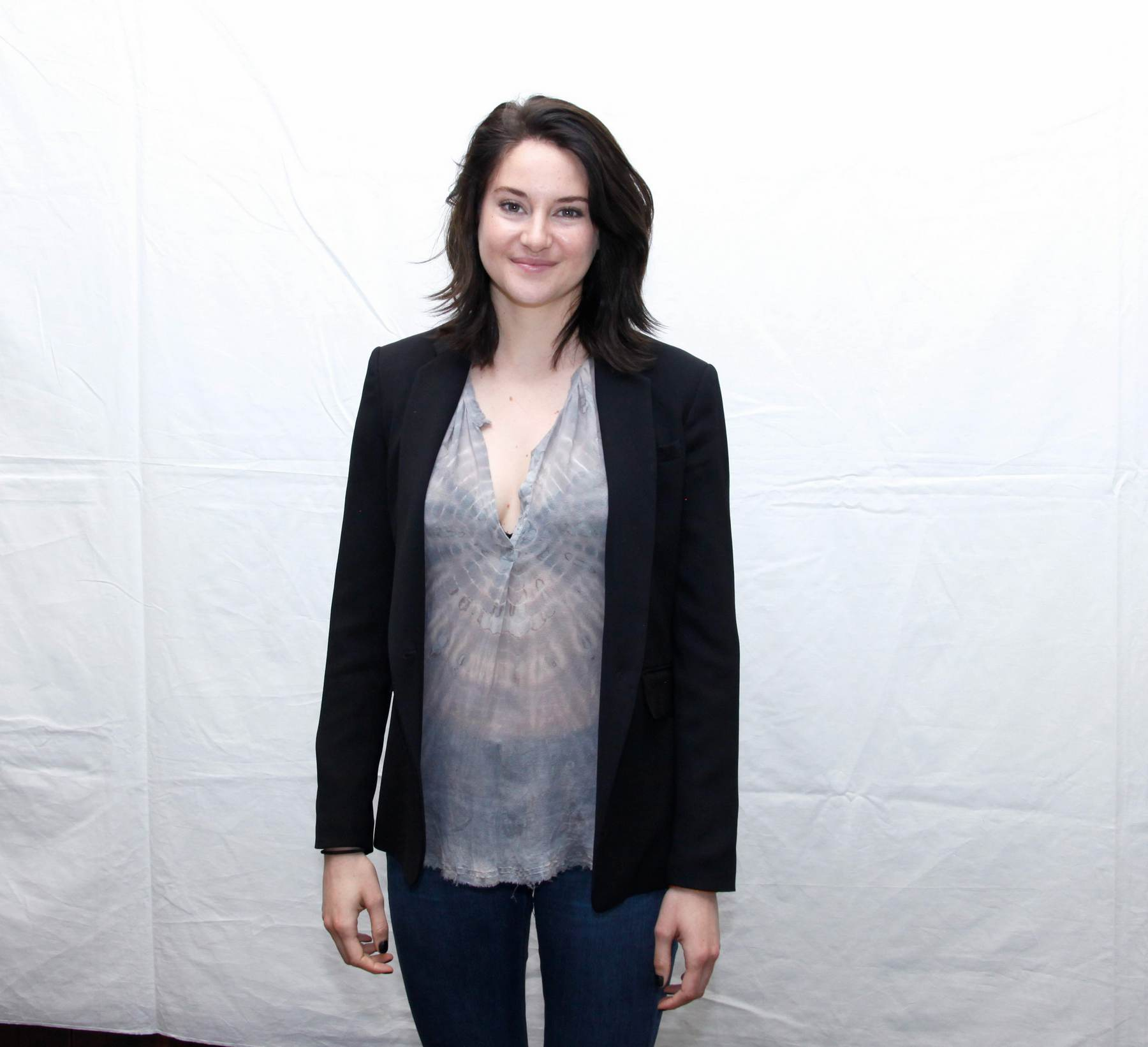Shailene Woodley ate Divergent Series Allegiant Press Conference-3