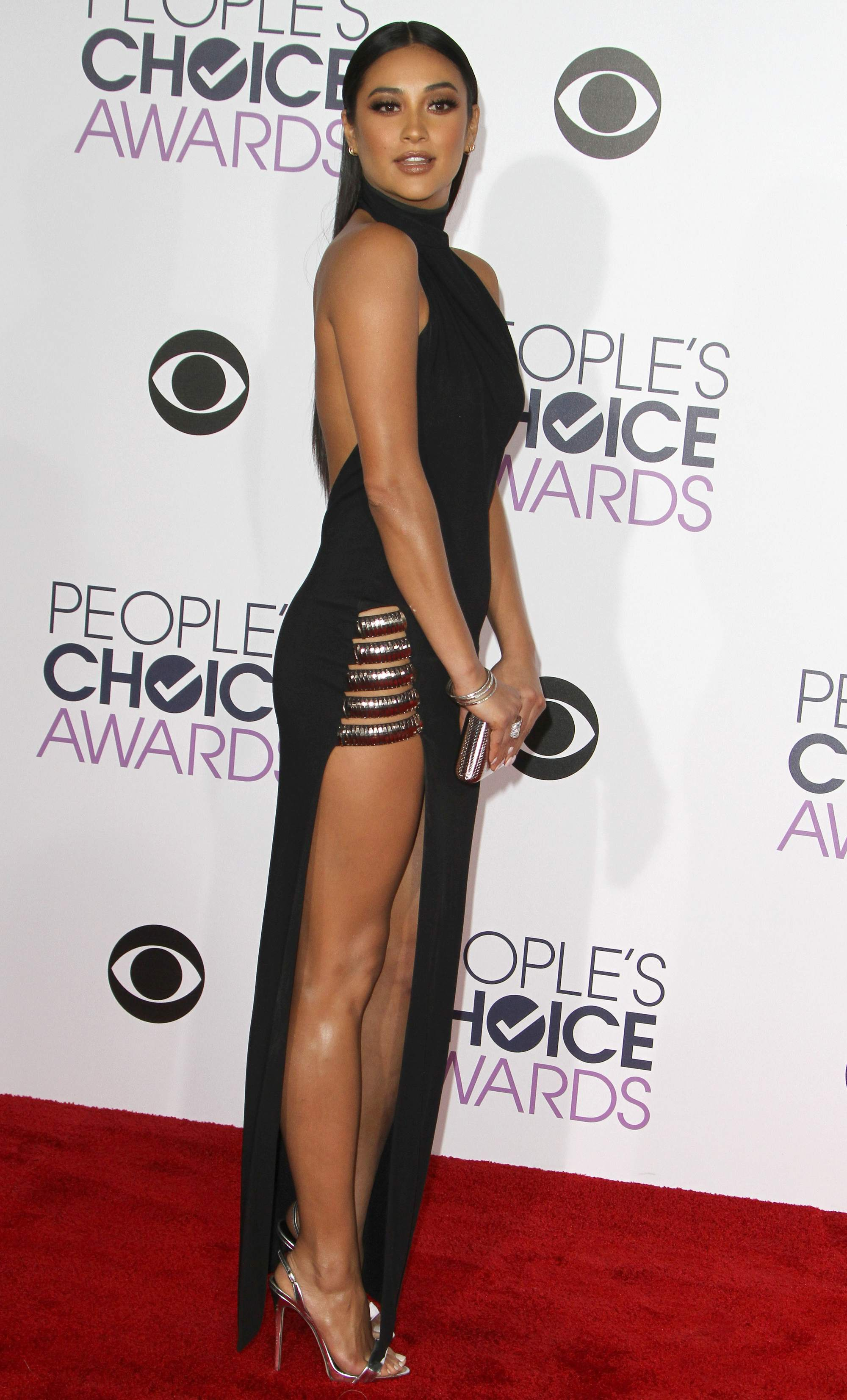 Shay Mitchell at Peoples Choice Awards on-4