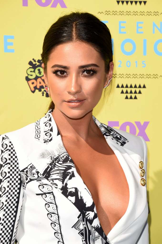Shay Mitchell at Teen Choice Awards-2