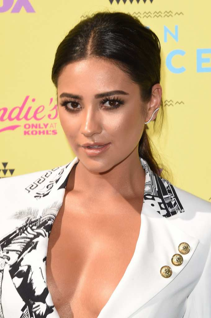 Shay Mitchell at Teen Choice Awards-4