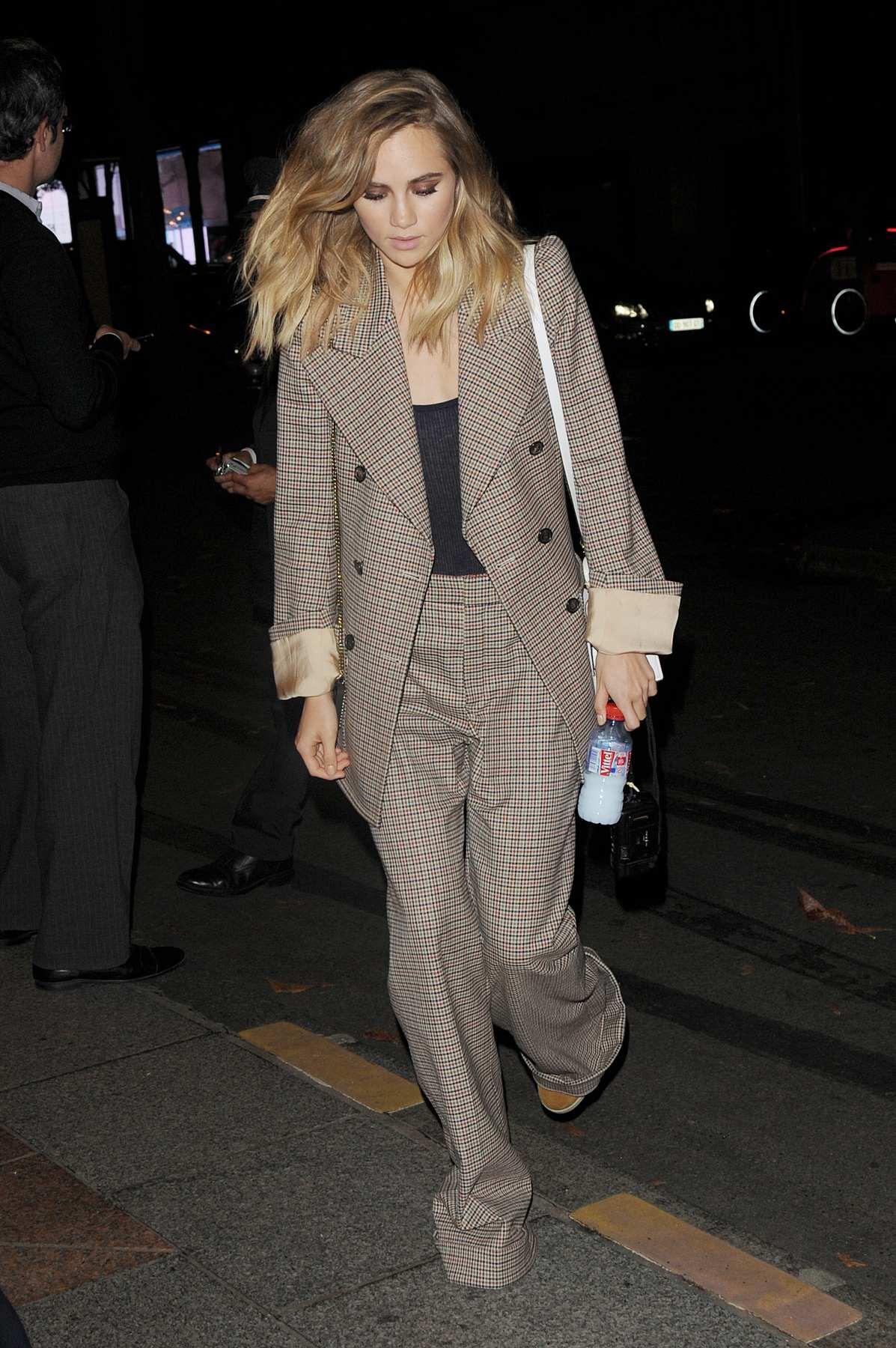 Suki Waterhouse Arrives at George V Hotel-3