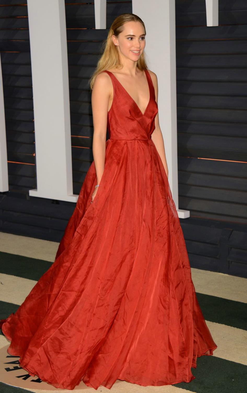 Suki Waterhouse attends Vanity Fair Oscar Party-1