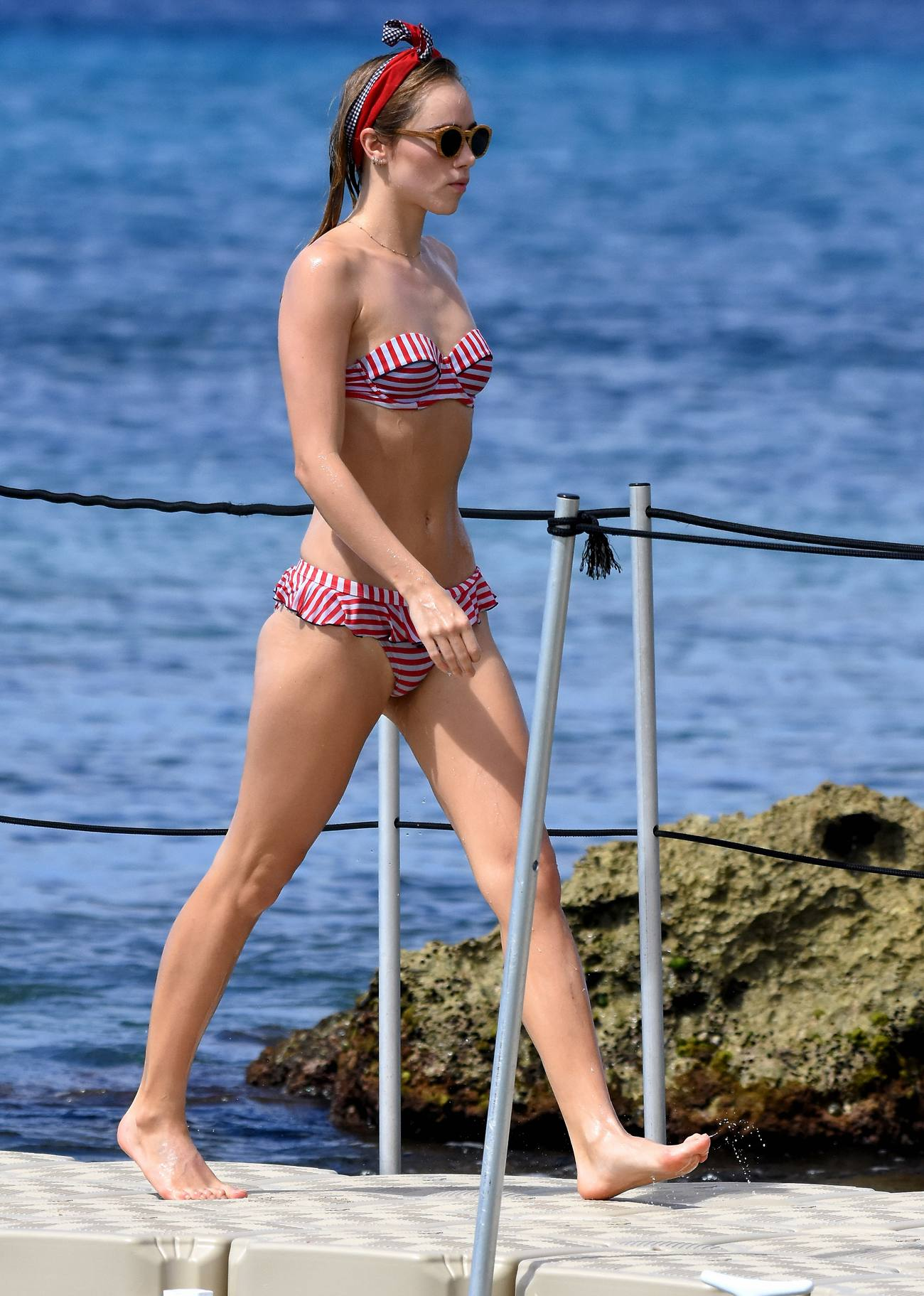 Suki Waterhouse Spotted Ate Beach in Barbados-3