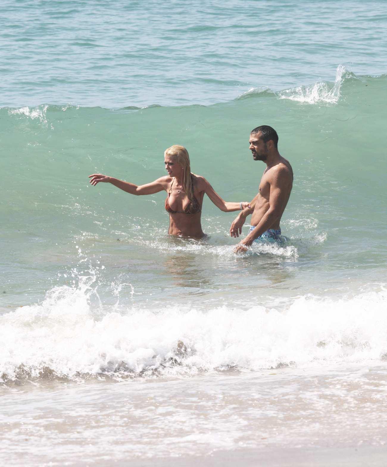 Tara Reid Spends Her Day With Boyfriend in Malibu-1