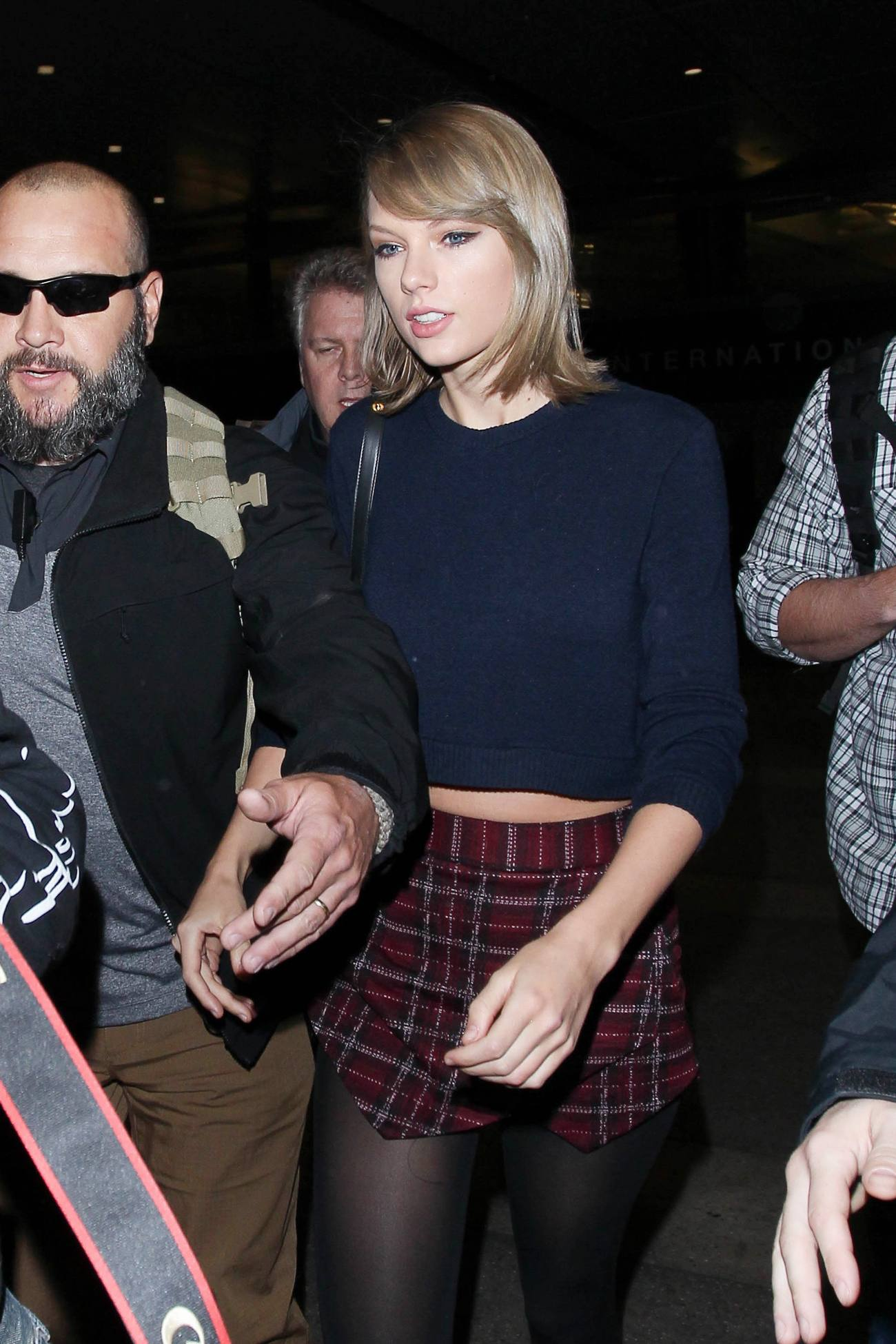 Taylor Swift Arrives at LAX Airport-1
