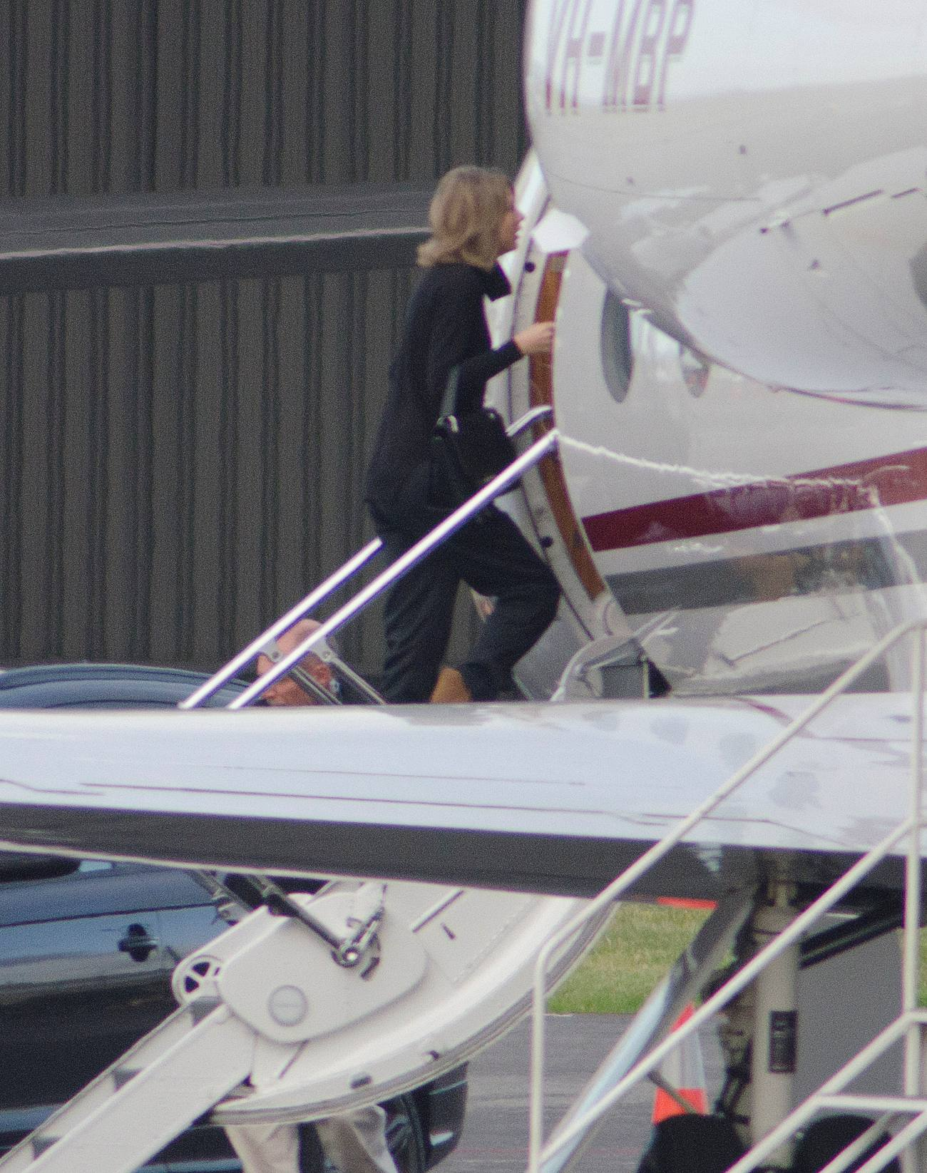Taylor Swift Hangs Out With Her Team in Australia-1