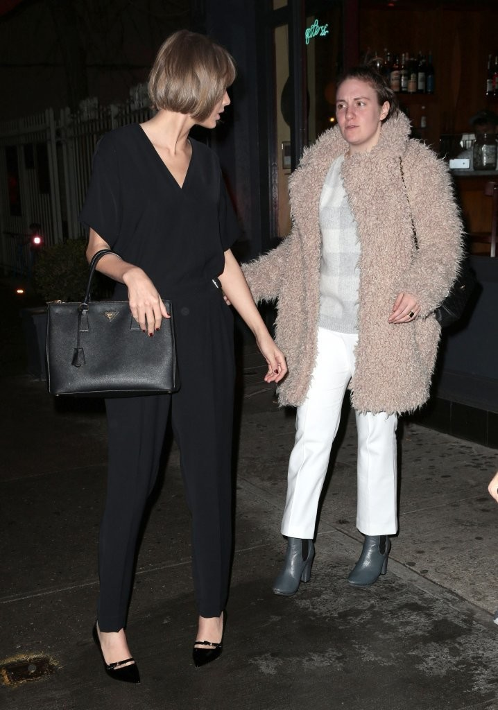 Taylor Swift out with dinner in New York Cityst-1