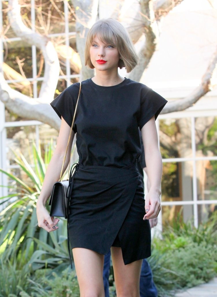 Taylor Swift Shops in West Hollywood-2