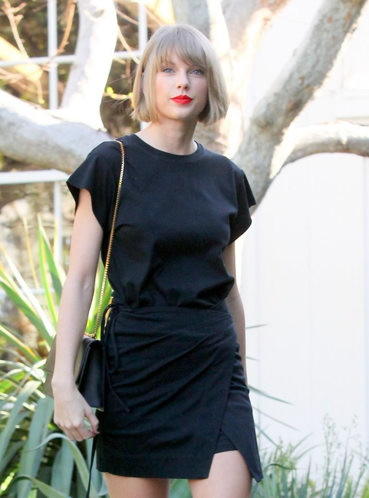 Taylor Swift Shops in West Hollywood-3