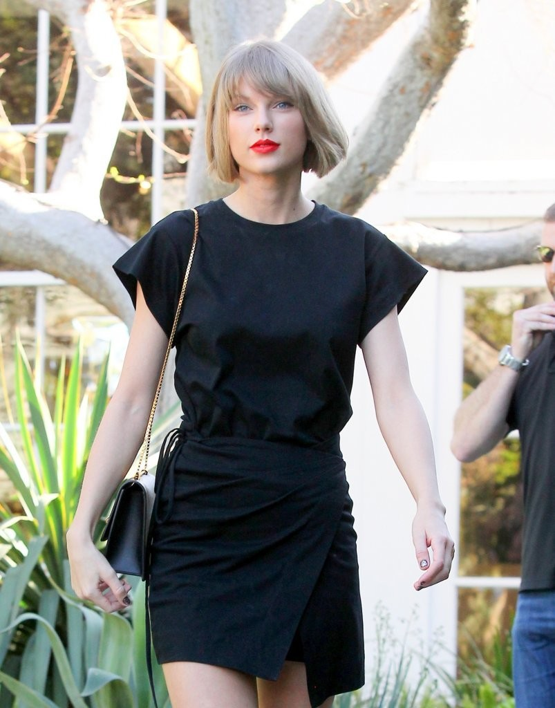 Taylor Swift Shops in West Hollywood-4