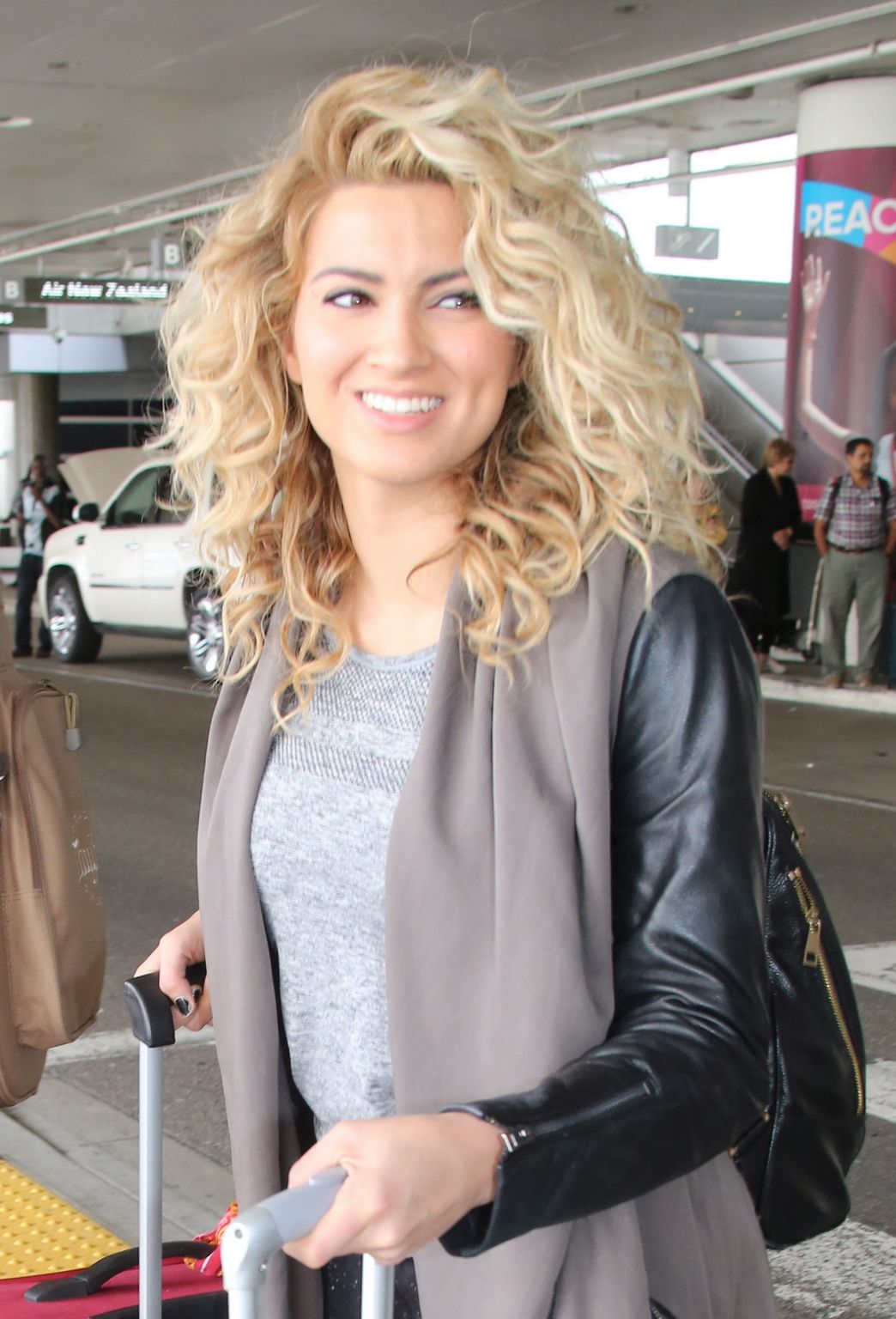 Tori Kelly At LAX Airport-1