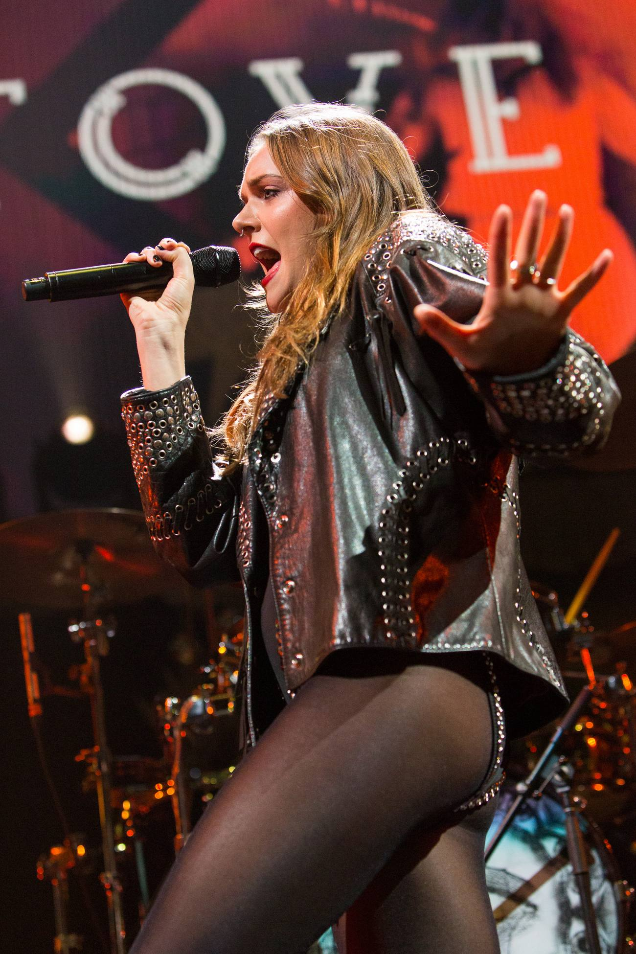 Tove Lo Shows Side Cleavage at Qs iHeartRadio Jingle Ball-1