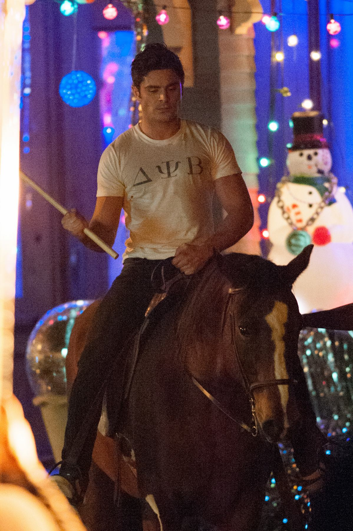 Zac Efron Is Seen Riding A Horse Om The Set of Neighbors-2