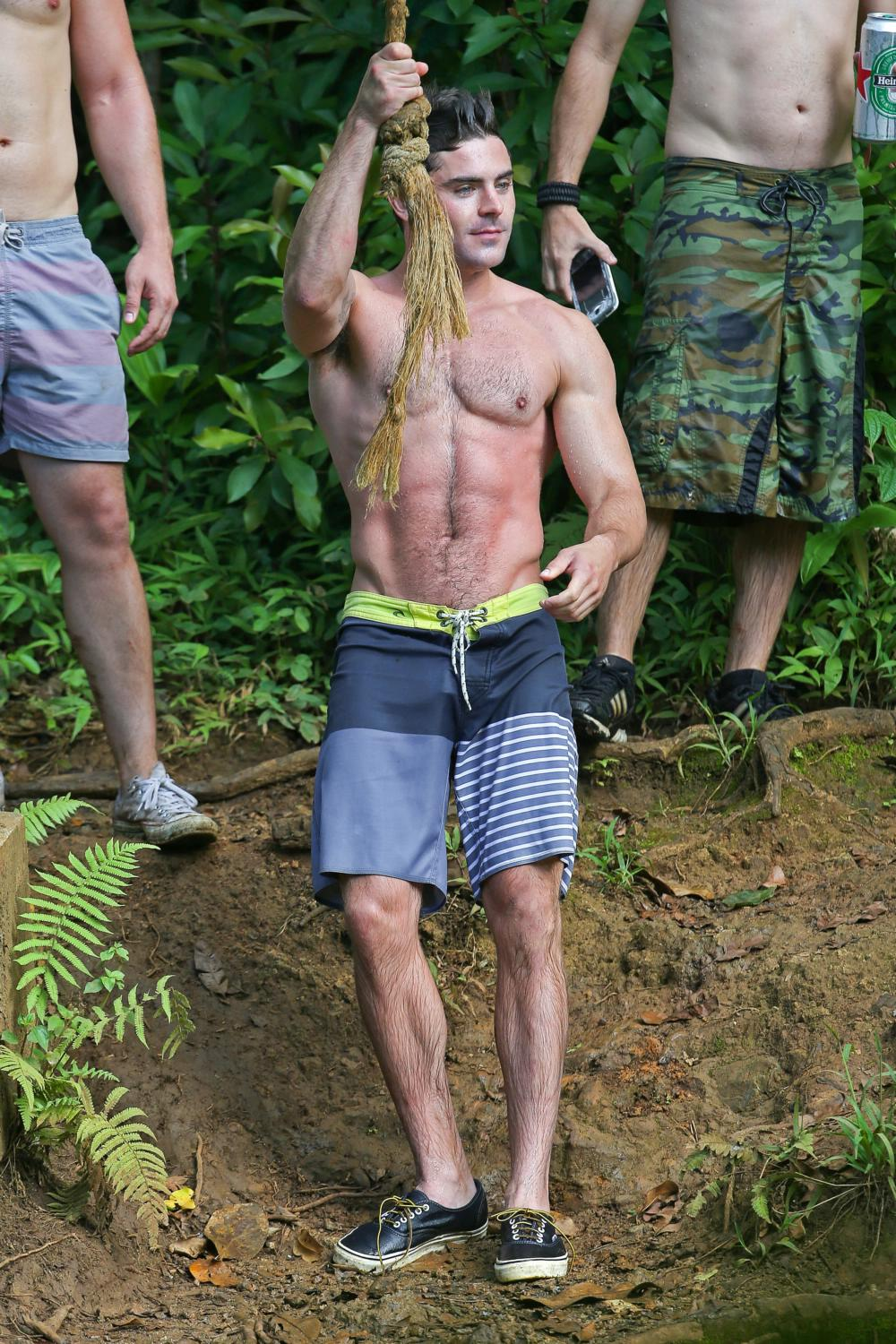 Zac Efron Shows Off His Ripped Body As He Films Mike and Dave Need Wedding Dates-2