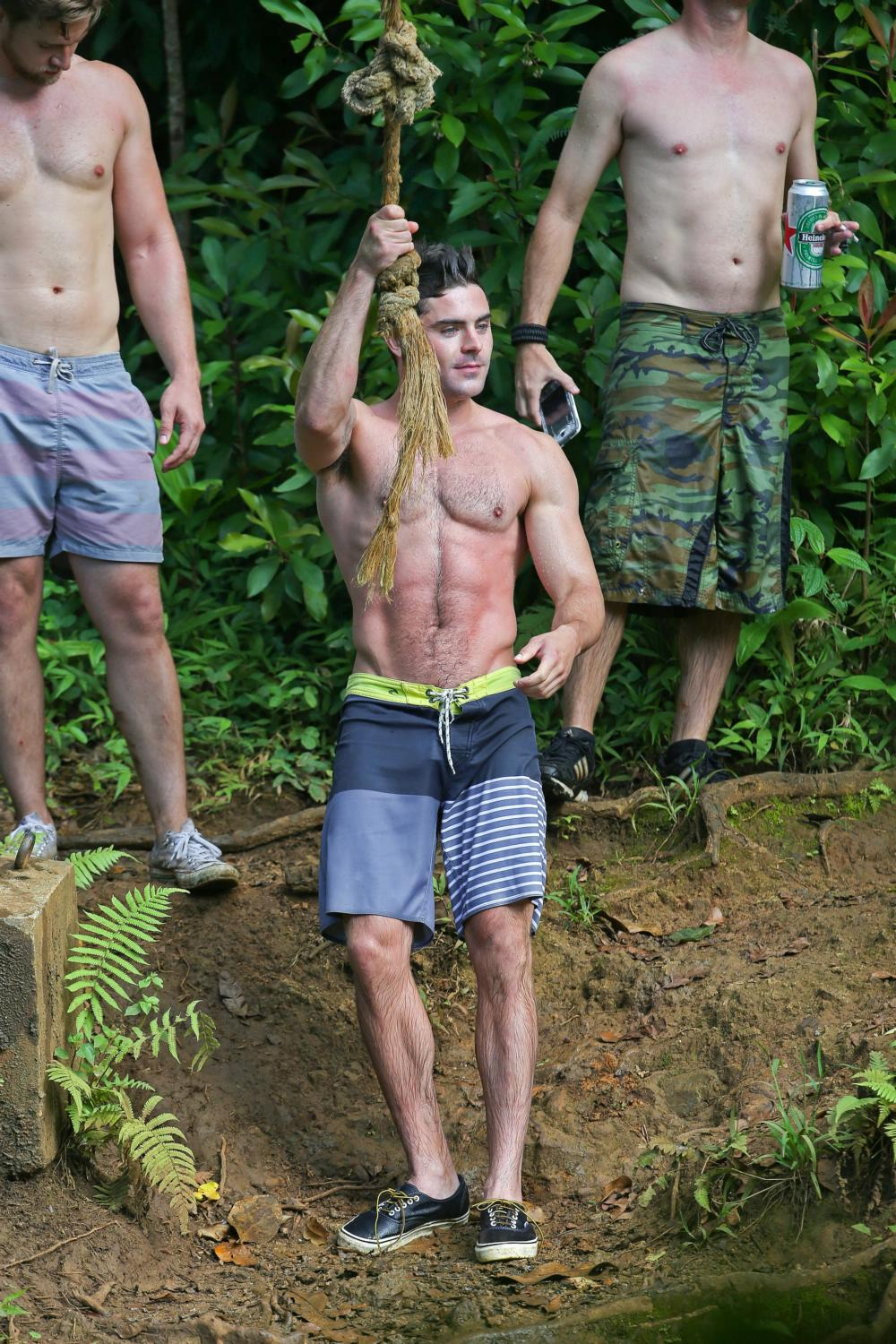 Zac Efron Shows Off His Ripped Body As He Films Mike and Dave Need Wedding Dates-4